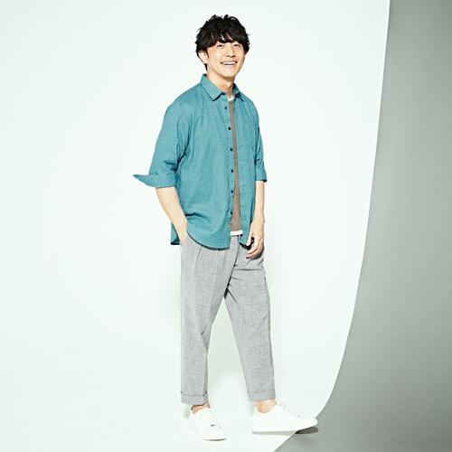 リネン混シャツは、一枚でも羽織としても活躍!